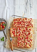 Butter cake with strawberries