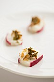 Radish canapés with kale crisps