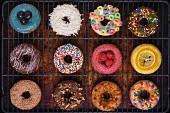 Verschieden verzierte Doughnuts