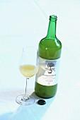 A bottle of 'Kronprinz Rudolf' apple juice and a glass of juice