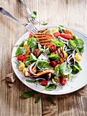 Salad with grilled sweet potatoes, spinach and cherry tomatoes