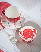 A teapot cupcake