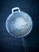 A sieve with icing sugar (seen from above)