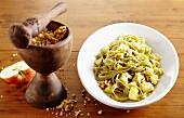 Tagliatelle verde con sapore (pasta with apples and walnuts, Italy)