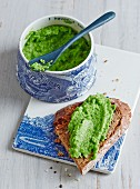 Pea spread with wasabi and lime