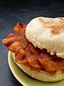 An English muffin with bacon (USA)