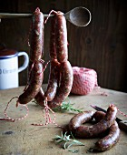 Hanging, raw salsiccia