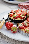 Vanilla cream tartlets with strawberries
