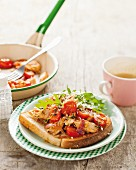 Toast with spicy turkey breast and tomatoes
