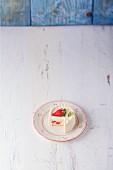 Vanilla cream cake with strawberries