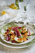 Red chicory salad with figs and scallops