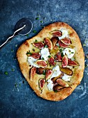 Fig and mascarpone pizza