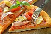 Pizza Hawaii (close-up)