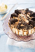No-bake cheesecake with chocolate biscuits and walnuts