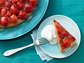 Strawberry cake with a lime topping
