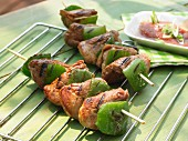 Grilled pork kebabs with green pepper