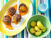 Mini burgers with carrot sauce and new potatoes
