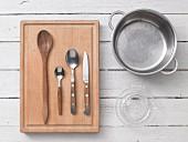 Kitchen utensils for preparing tomato sauce