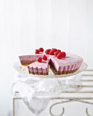 A superfood cake: non-baked cocoa, berry & cream cheese cheesecake