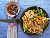 Stir-fried tofu and noodles with greem asparagus and mini corn on the cob (Asia)