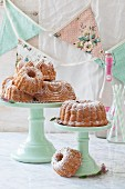 Mini wreath on cake stand