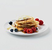 Pancakes with berries, yoghurt and maple syrup