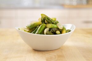 Cooked green asparagus with garlic