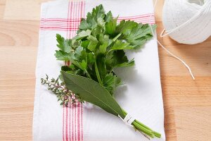 Bouquet garni (bundle of herbs)