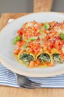 Cannelloni con gli spinaci (pasta tubes filled with spinach)