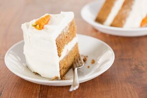 Carrot cake with cream cheese frosting (USA)