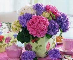hortensien in vase mit hortensien serviettendeko 3 3 bild kaufen friedrich strauss. Black Bedroom Furniture Sets. Home Design Ideas