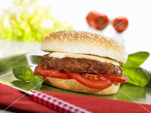 Cheeseburger with tomatoes and basil