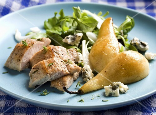Turkey salad with pears and blue cheese