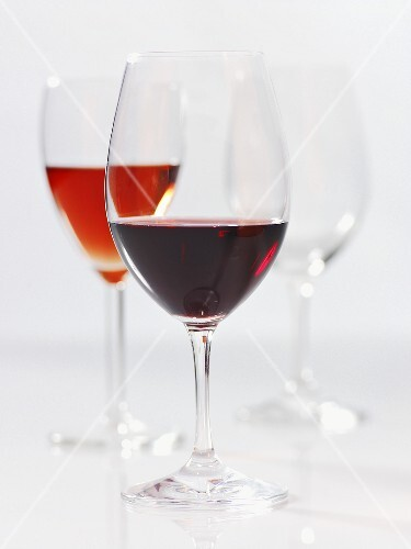 Various wine glasses (red wine and rose wine)