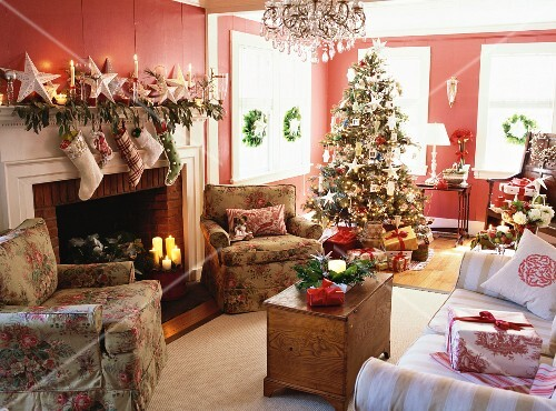 Living At Home Weihnachten tree in decorated living room buy images stockfood