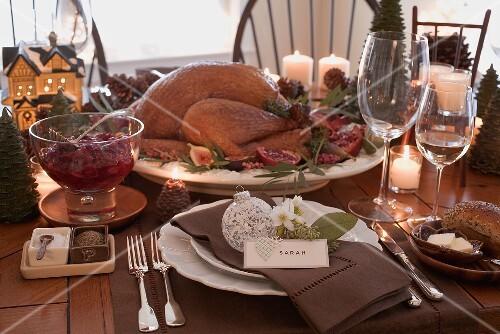 gedeckter tisch zu weihnachten mit gebratenem turkey usa bild kaufen 964467 stockfood. Black Bedroom Furniture Sets. Home Design Ideas