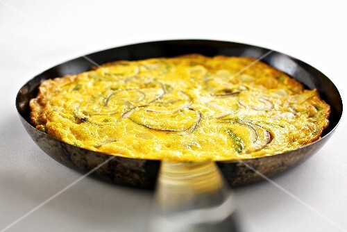 Frittata with onions and asparagus
