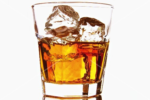 Whiskey on the rocks – buy images – StockFood