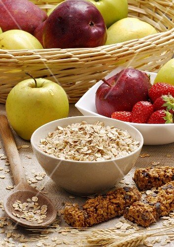 Rolled oats, muesli bars, apples and strawberries