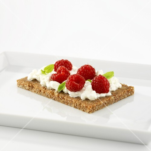 Cottage cheese and raspberries on wholegrain bread