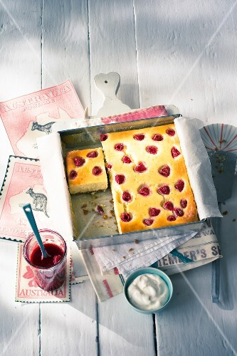 Tray bake raspberry cheesecake