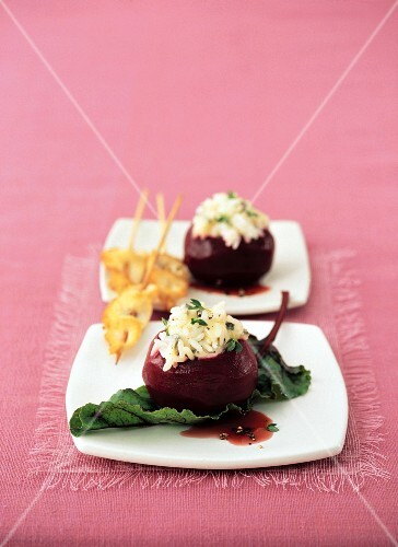 Beetroot filled with rice