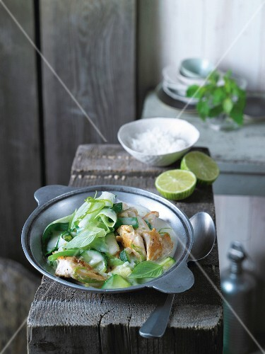 Chicken curry with coconut milk, courgettes and spring onions