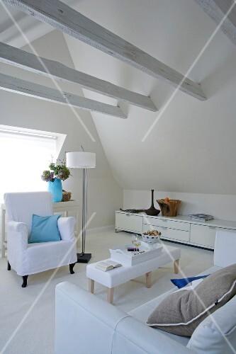 sessel sofa sideboard stehlampe tisch dachschr ge. Black Bedroom Furniture Sets. Home Design Ideas