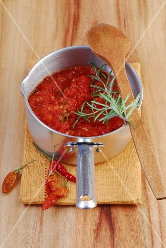 Tomato sauce with chilli and rosemary