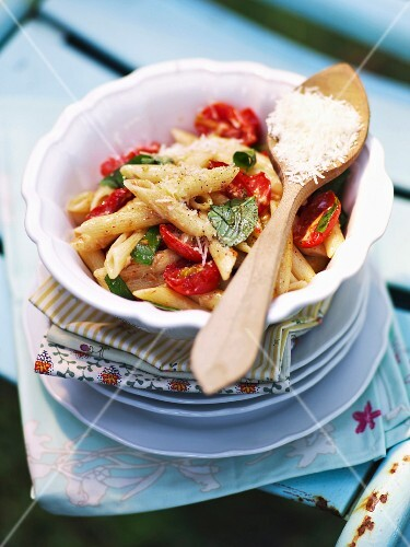 Pasta with oven-roasted tomatoes