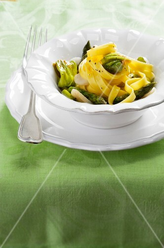 Tagliatelle with courgette flowers and scallops