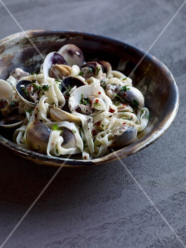 Tagliatelle with clams and mint