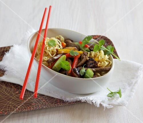Stir-fried noodles with beef, peppers and shiitake mushrooms