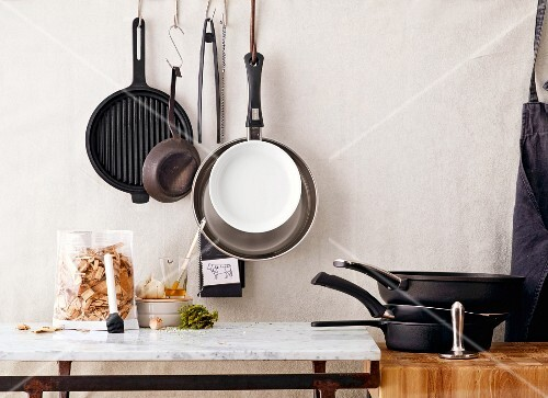 Kitchen utensils for frying, grilling and smoking
